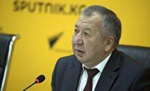 Өзгөчө кырдаалдар министри Кубатбек Бороновдун архивдик сүрөтү
