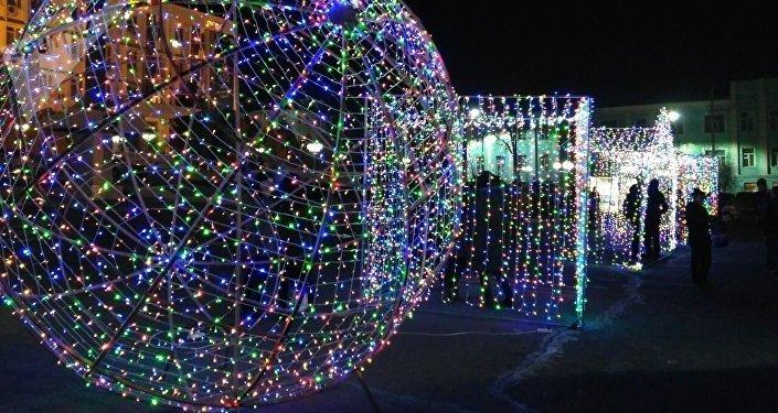 Церемония зажжения новогодней елки в Оше