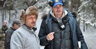 Режиссер Жора Крыжовников и актёр Дмитрий Нагиев (слева) на съемочной площадке новогодней комедии Новые ёлки в Москве. Архивное фото