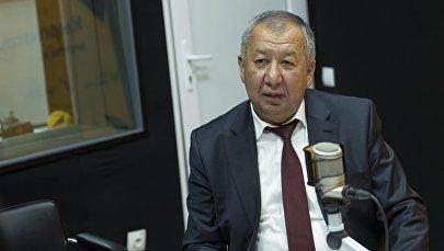 Министр чрезвычайных ситуаций Кубатбек Боронов во время интервью на радио Sputnik Кыргызстан