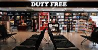 Магазин беспошлинной торговли (duty free) в аэропорту. Архивное фото