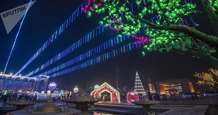 Новогоднее оформление площади Ала-Тоо в Бишкеке