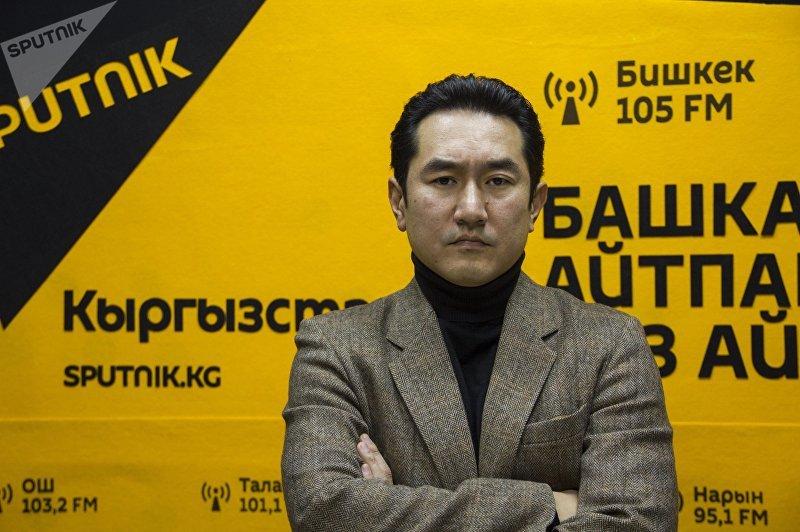 Эскперт стратегического проекта Жаңы доорго 40 кадам Азамат Темиркулов во время интервью на радиостудии Sputnik Кыргызстан
