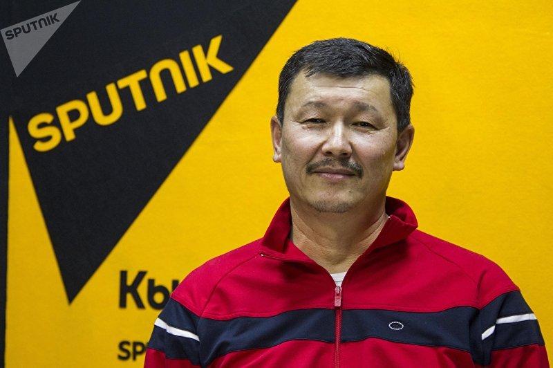 Фермер из Иссык-Куля Азамат Мукашев во время интервью на радиостудии Sputnik Кыргызстан