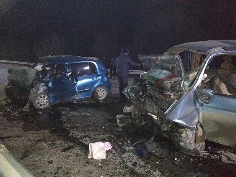 Последствия ДТП в Токтогульском районе Джалал-Абадской области