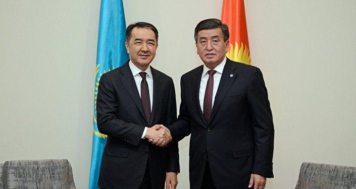 Президент Кыргызстана Сооронбай Жээнбеков на встрече с премьер-министром Казахстана Бакытжаном Сагинтаевым в рамках официального визита в РК