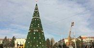 Новогодняя елка на площади города Каракол. Архивное фото