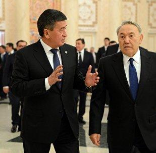 Кыргызстан жана Казакстандын президенттери Сооронбай Жээнбеков менен Нурсултан Назарбаев. Архив