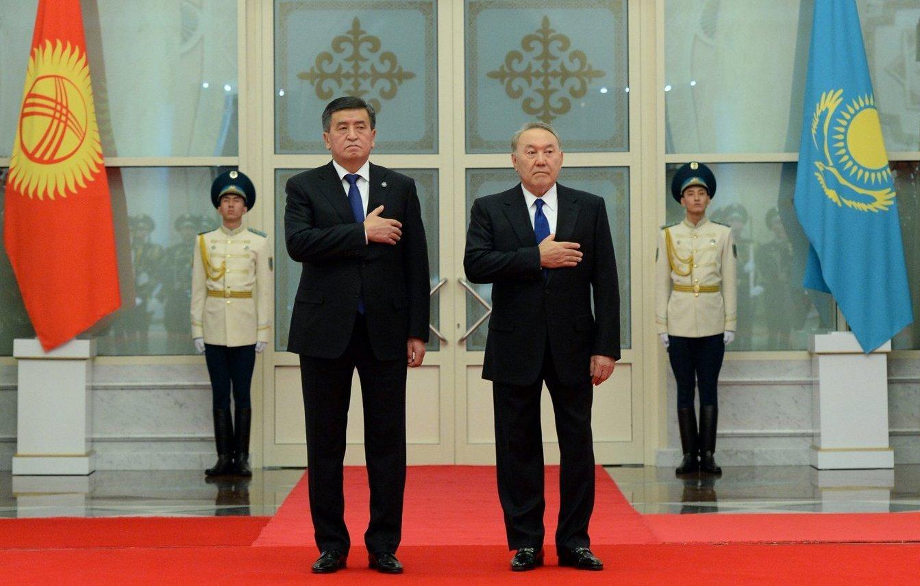 В рамках официального визита президента Кыргызской Республики Сооронбая Жээнбекова в республику Казахстан состоялась официальная церемония встречи Сооронбая Жээнбекова с президентом Республики Казахстан Нурсултаном Назарбаевым во дворце Акорда. 25 декабря 2017 года