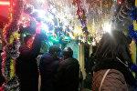 Бишкектеги Жаңы жылга карата жасалгаланган троллейбус