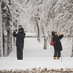 Бишкекчане фотографируют заснеженный город. К слову, в Сети появились тысячи снимков красивого природного явления на территории КР