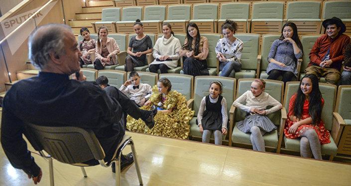 Дети пообщались с руководителем Мариинки после посещения оперы Рождественская сказка.