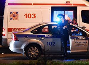 Россиянын полиция кызматери жана тез жардам автоунаасы. Архив