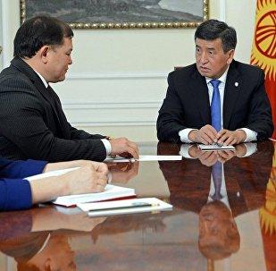 Встеча президента КР Сооронбя Жээнбекова с премьер-министром Сапаром Исаковым