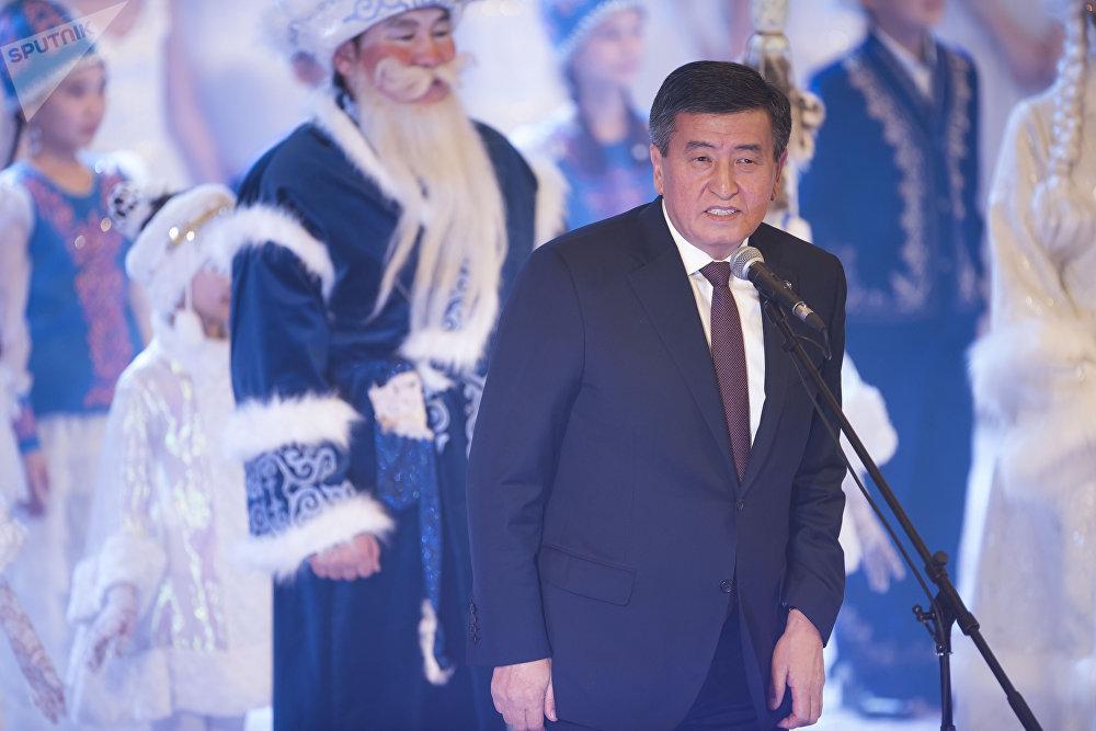 Президент рассказал, что в лицах детей он увидел будущее страны, лучшую молодежь независимого Кыргызстана
