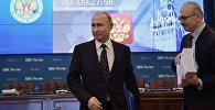 Президент РФ Владимир Путин в Центральной избирательной комиссии во время подачи документов для выдвижения кандидатом на предстоящих в 2018 году выборах президента РФ. Архивное фото