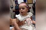 Глухая девочка впервые услышала голос мамы — трогательное видео