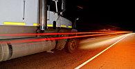 Автомашина на автомобильной дороге. Архивное фото