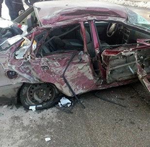 Последствия ДТП с участием грузовика и трех легковых автомобилей на 390-м километре трассы Бишкек — Ош. 28 декабря
