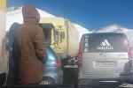 Пробка в 30 км образовалась на трассе Бишкек — Ош. Видео