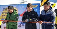 Премьер-министр Кыргызской Республики Сапар Исаков на горнолыжной базе Чункурчак в Аламединском районе Чуйской области принял участие в официальном открытии зимнего туристического сезона 2017-2018 годов. 30 декабря 2017 года