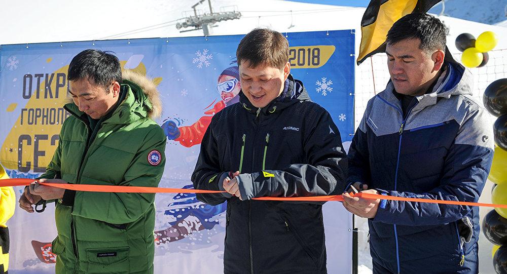 Премьер-министр Сапар Исаков Чункурчак тоо лыжа базасында 2017-2018-жылдардагы кышкы туристтик маалдын башталышын жарыялады
