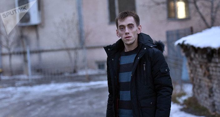 Руководитель общественного фонда Защита прав детей-сирот Игорь Беляев во время беседы