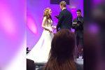 Американец заснул во время свадьбы и упал лицом на пол — видео