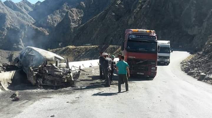 На 424-м километре автодороги Бишкек — Ош столкнулись бензовоз и Honda Fit, погибли пять человек