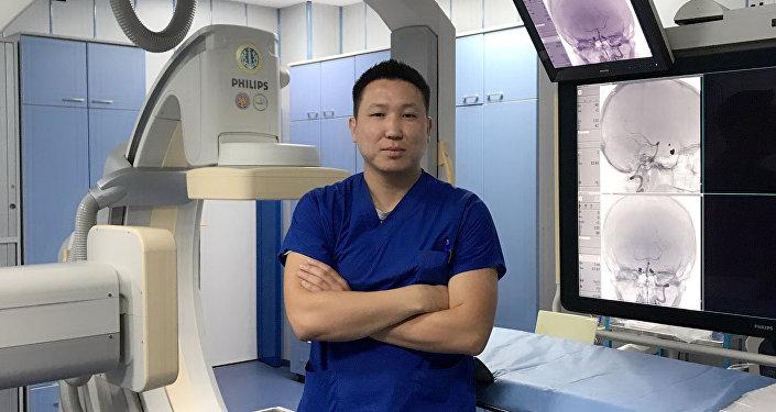 Рентгенохирург Руслан Шаршебаев, работающий в городе Стамбул. Архивное фото
