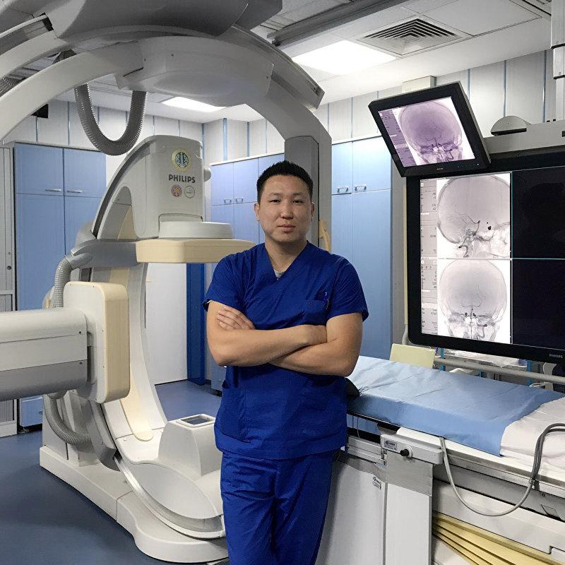 Рентгенолог Руслан Шаршенбай, работающий в городе Стамбул