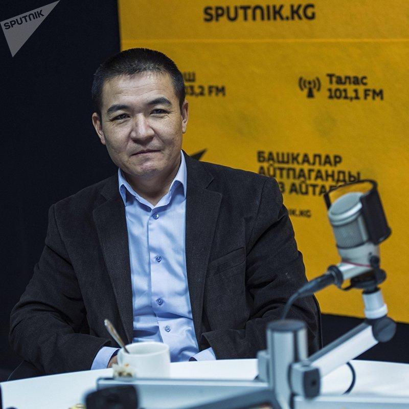 Кардиохирург Научно-исследовательского института хирургии сердца и трансплантации органов Мамыт Акылбеков во время интервью на радио Sputnik Кыргызстан