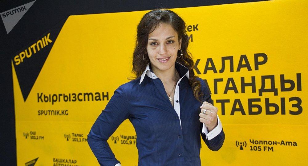 Многократная чемпионка мира по тайскому боксу и боевым единоборствам Антонина Шевченко во время интервью на радио Sputnik Кыргызстан