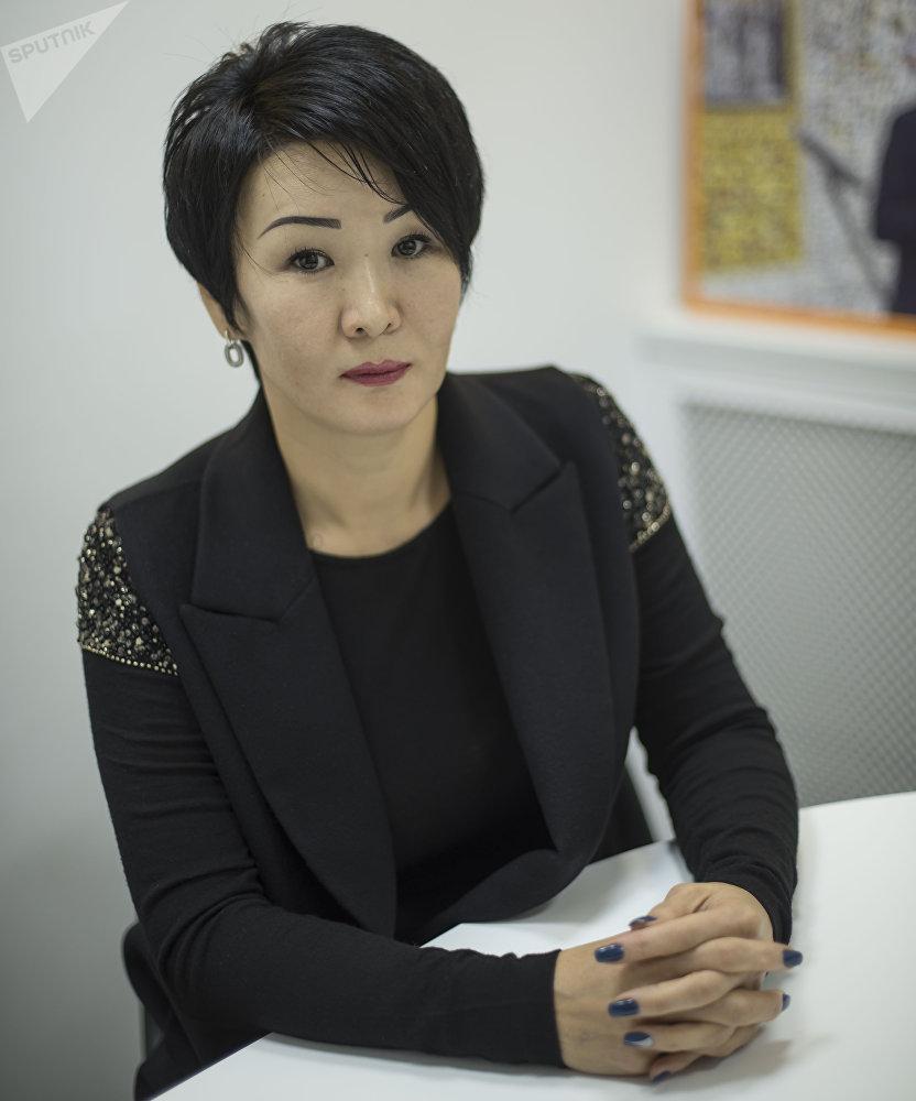 Директор брачного агентства Роза Иманалиева во время интервью журналисту Sputnik Кыргызстан