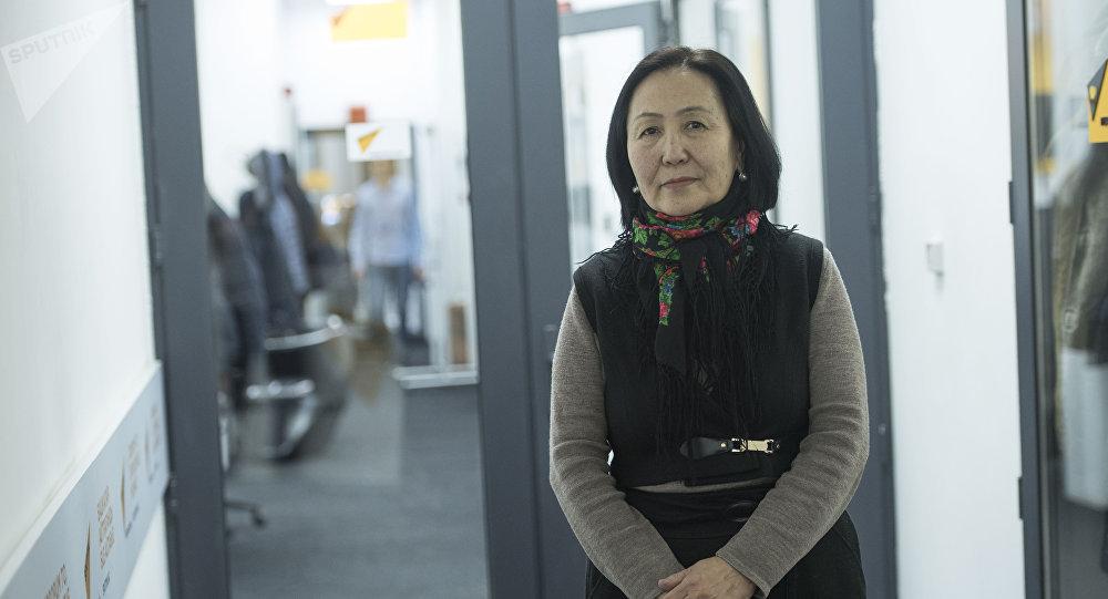 Кыргыз Республикасына эмгек сиңирген ишмер, жазуучу Топчугүл Шайдуллаева
