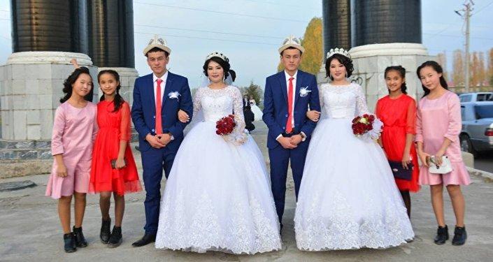 Свадебное торжество близнецов-молодоженов Асан и Усон Токтосуновых и Гулкыз и Нуркыз Турдалиевых