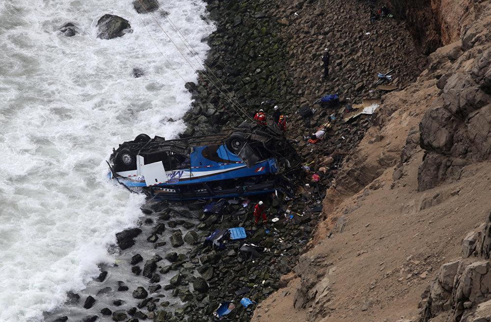 Пераду 50 жүргүнчүсү менен бараткан автобус жардан кулап кетти. Кырсык Лима шаарынан 70 чакырым алыстыкта болгон. Автобус серпантинден жүк ташуучу унаа менен кагышып, андан кийин 100 метрлик бийиктиктен кулап кеткен. 51 киши набыт болду