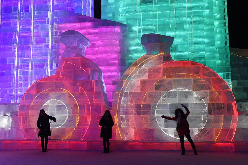 Амурские скульпторы завоевали приз наХарбинском фестивале льда иснега
