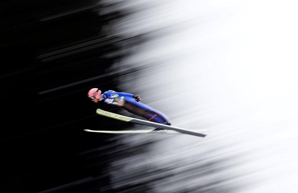 Австриянын Инсбрук шаарындагы трамплинден секирүү боюнча чемпионатта ат салышып жаткан Мануэль Феттнер