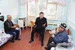 Президент Узбекистана Шавкат Мирзиёев посетил больницу в Янгиюля