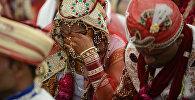 Индийская пара на церемонии бракосочетания. Архивное фото