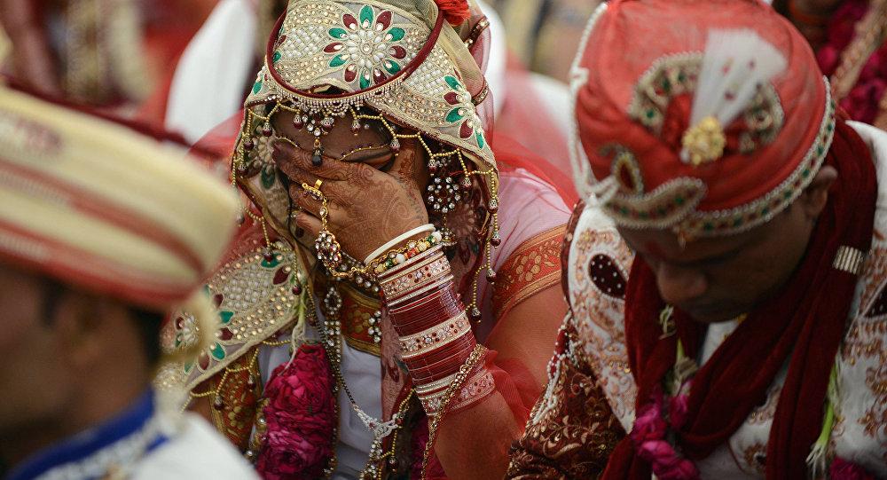 Индийская пара во время бракосочетания. Архивное фото