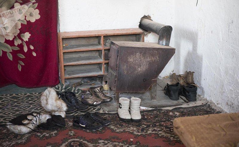 Железная печь в дома матери-одиночки Альбины Наврузовой, живущие в селе Раздольный Сокулукского р-на