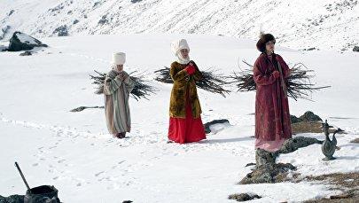 Во время съемок кыргызского мюзикла Дарак ыры, режиссера Айбека Дайырбекова