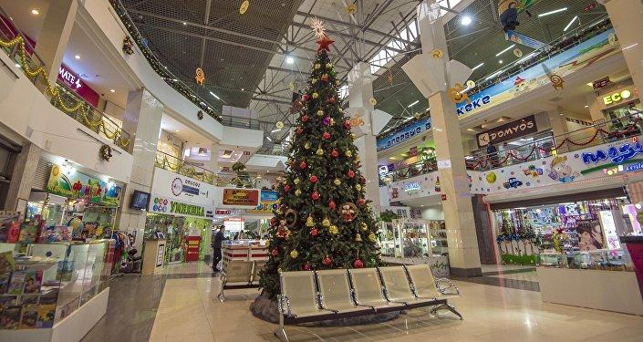 Украшение главных торговых центров Бишкека