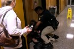 Учительницу из США арестовали после жалобы на зарплату — видео