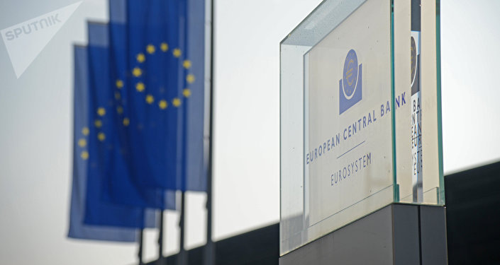 Табличка Центрального европейского банка во Франкфурте. Архивное фото