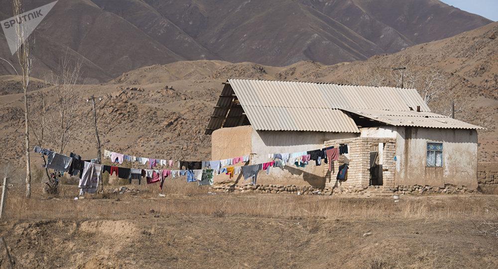 Жилой дом в горной местности Нарынской области. Архивное фото