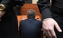 Чиновник в здании суда. Архивное фото