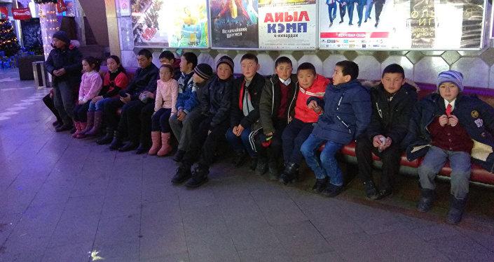 Школьники посетили кинотеатр, где посмотрели мультфильм Фердинанд (3D), музей изобразительных искусств имени Гапара Айтиева